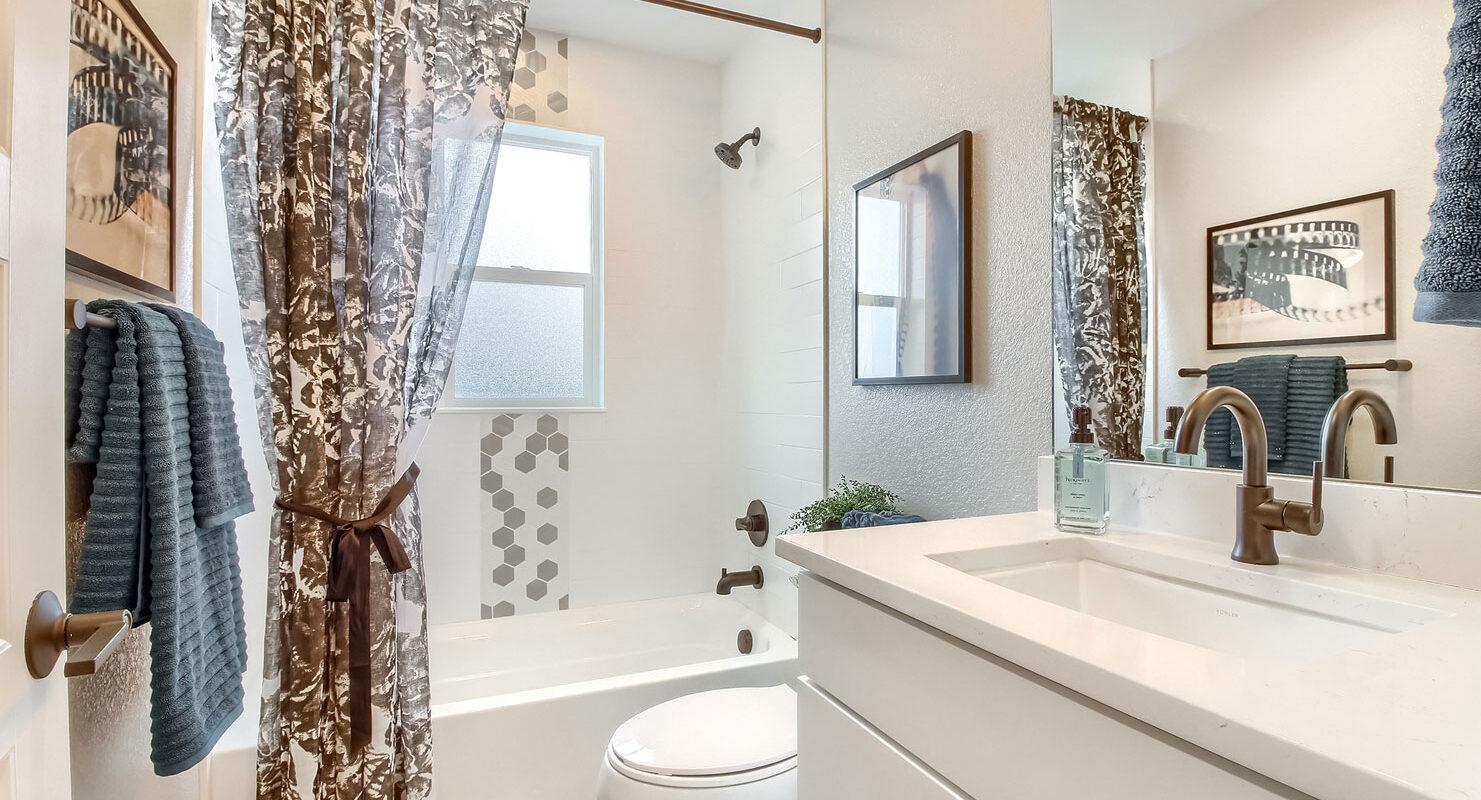 WestRidge: Simms - Bathroom