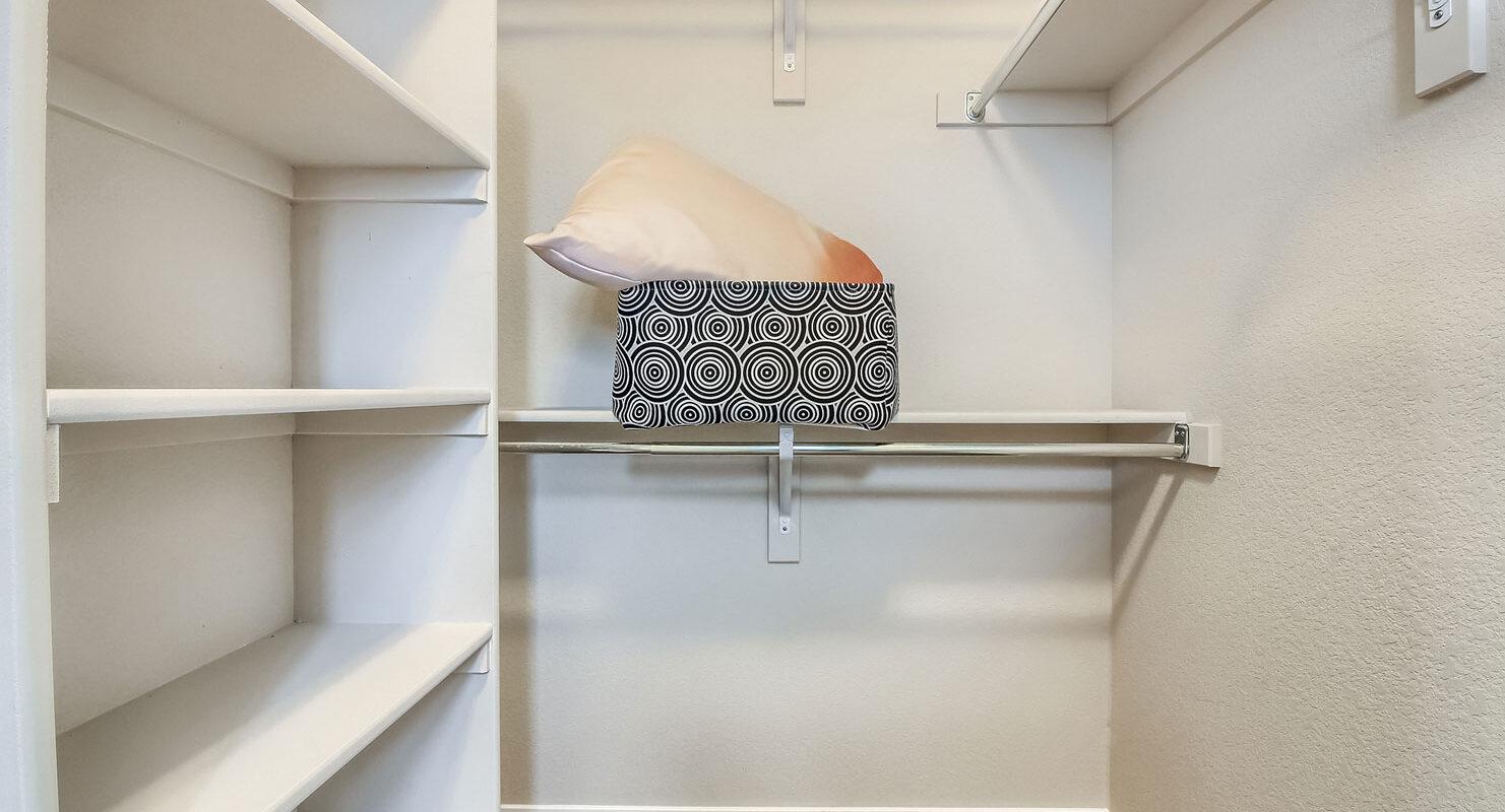 WestRidge: Simms - Walk-in Closet