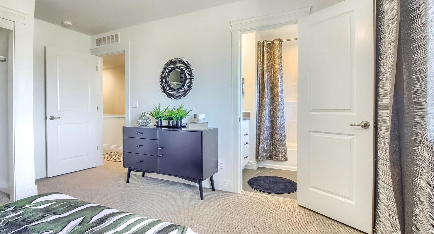Arista: Uptown - Secondary Upstairs Bedroom