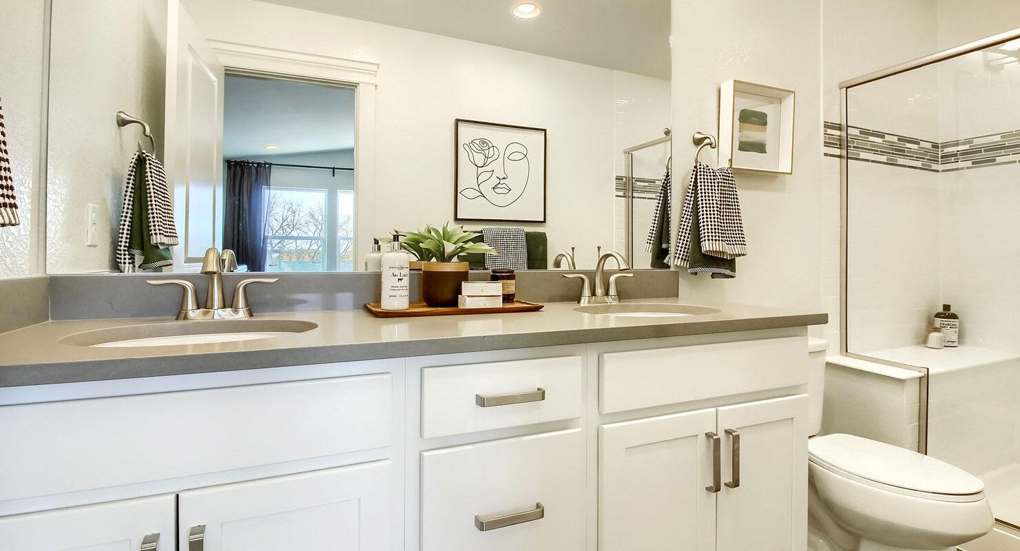Arista: Uptown - Master Bathroom