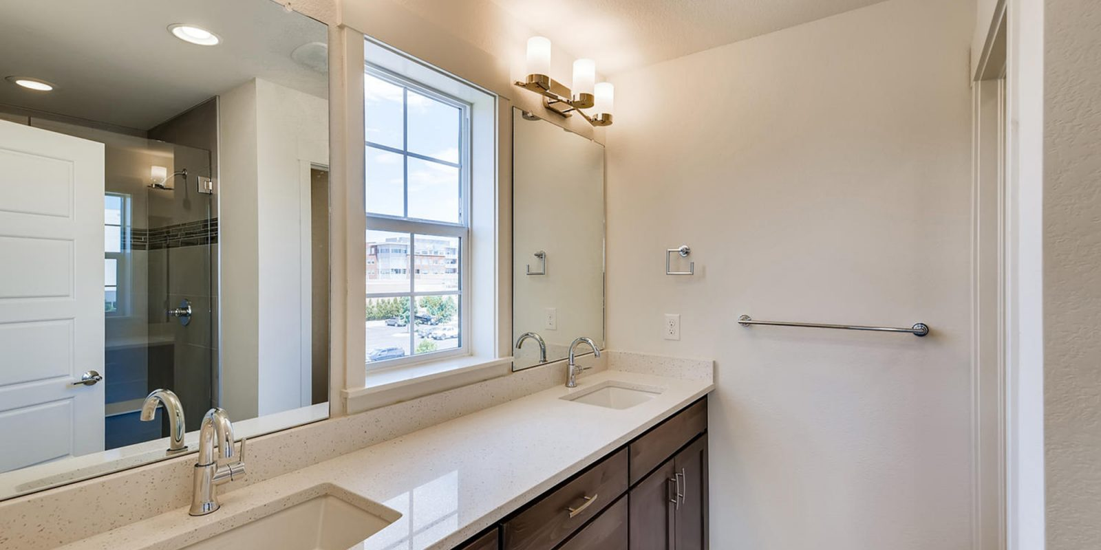 Arista Rows: Marquee - Master Bathroom