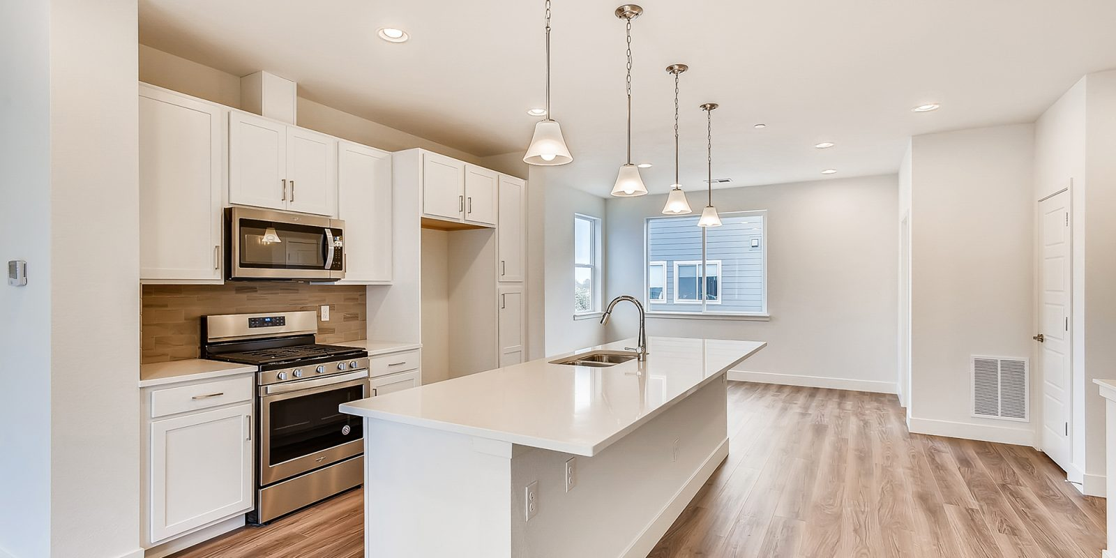 WestRidge DoMore Rows: Oasis - Kitchen and Dining